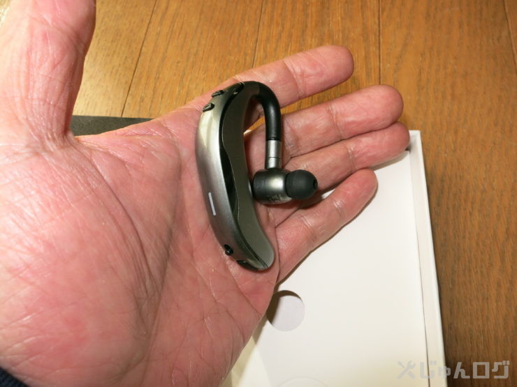 手で持った耳に刺さる側の画像です。