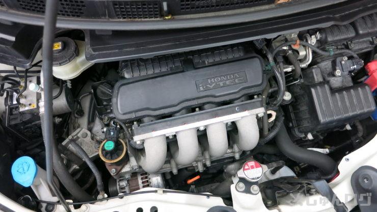 フリードのエンジンルーム