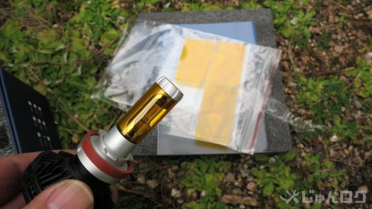 LEDバルブの黄色のシールを貼る