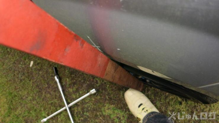 155タイヤの左リアの出面、はみ出しが少なくなった