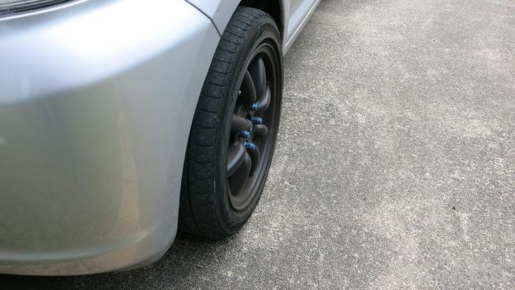 165タイヤはサイドも真っ直ぐで太い