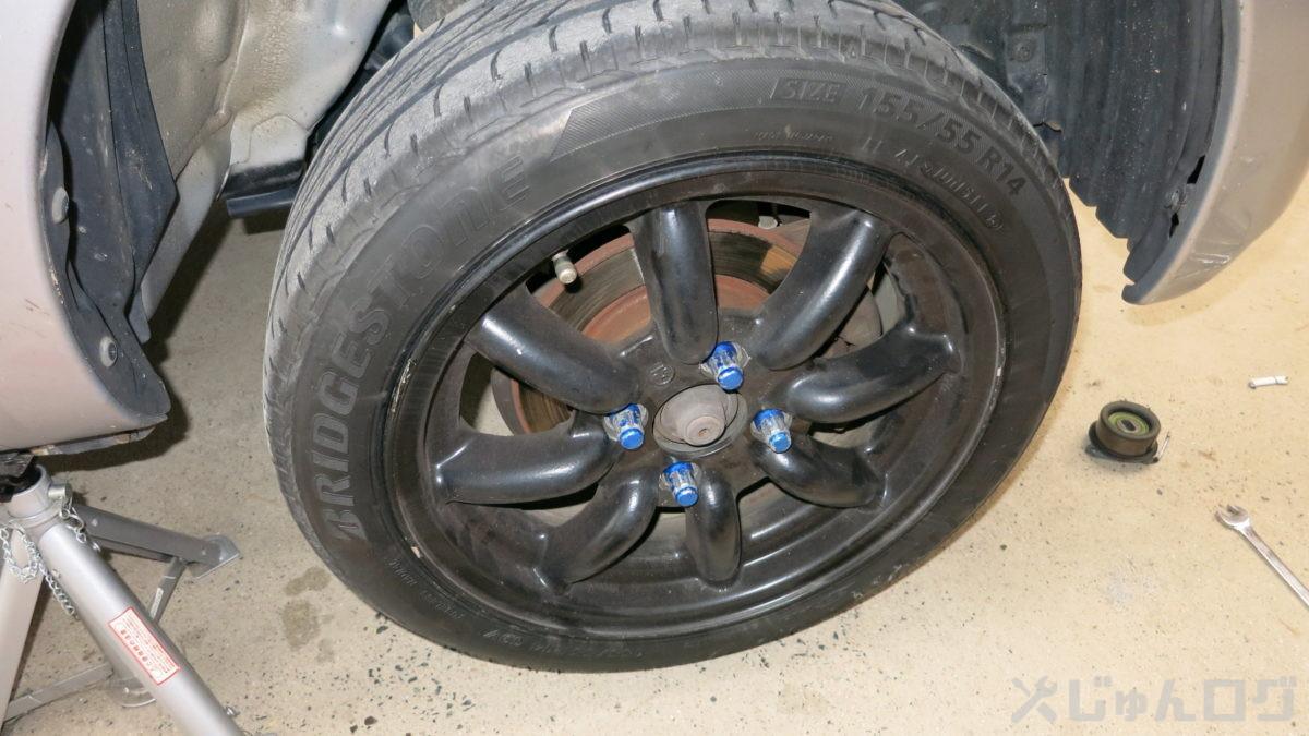 タイヤを組んで馬を外しジャッキを下ろす