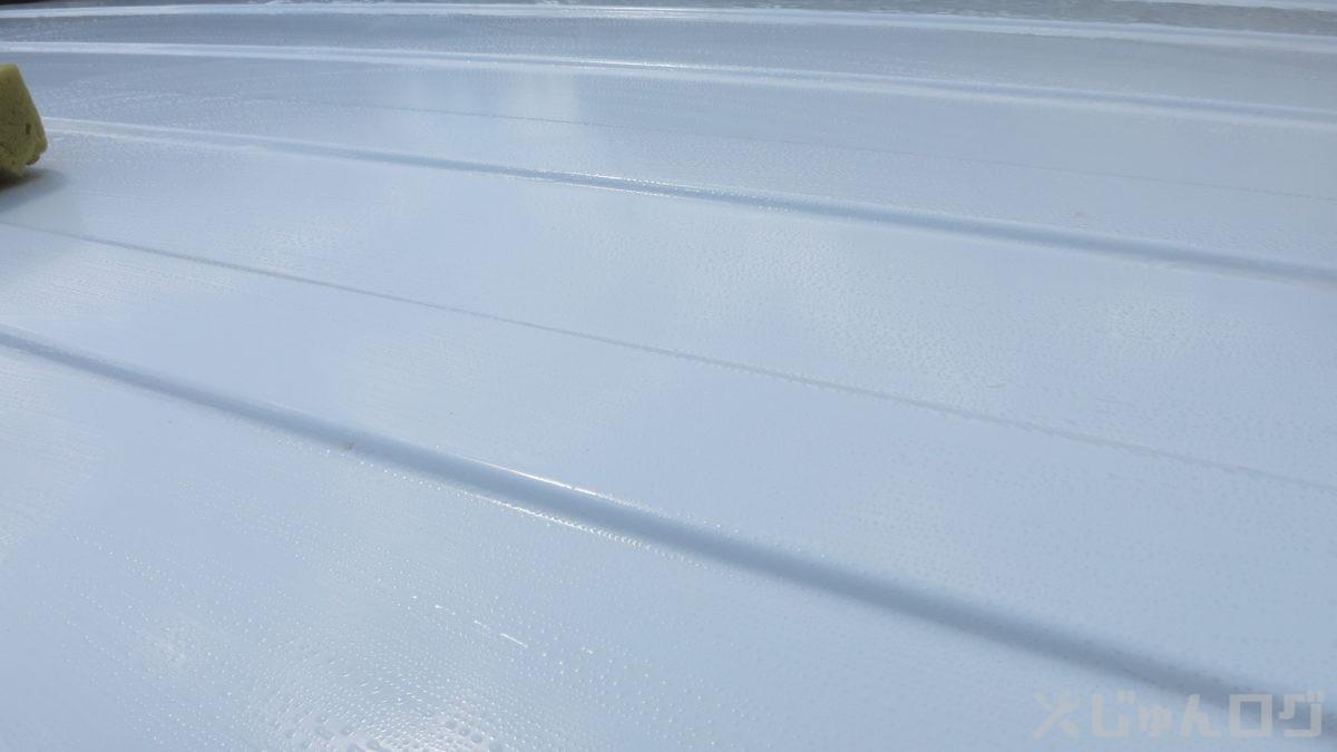 屋根をシャンプーで洗う